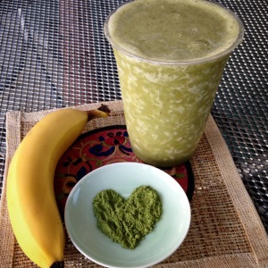 Featured: Organic Matcha Banana Smoothie (dairy free)